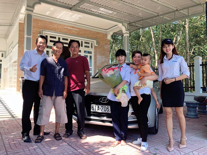 le-giao-xe-hyundai-grand-i10-sedan-hyundai-truong-chinh